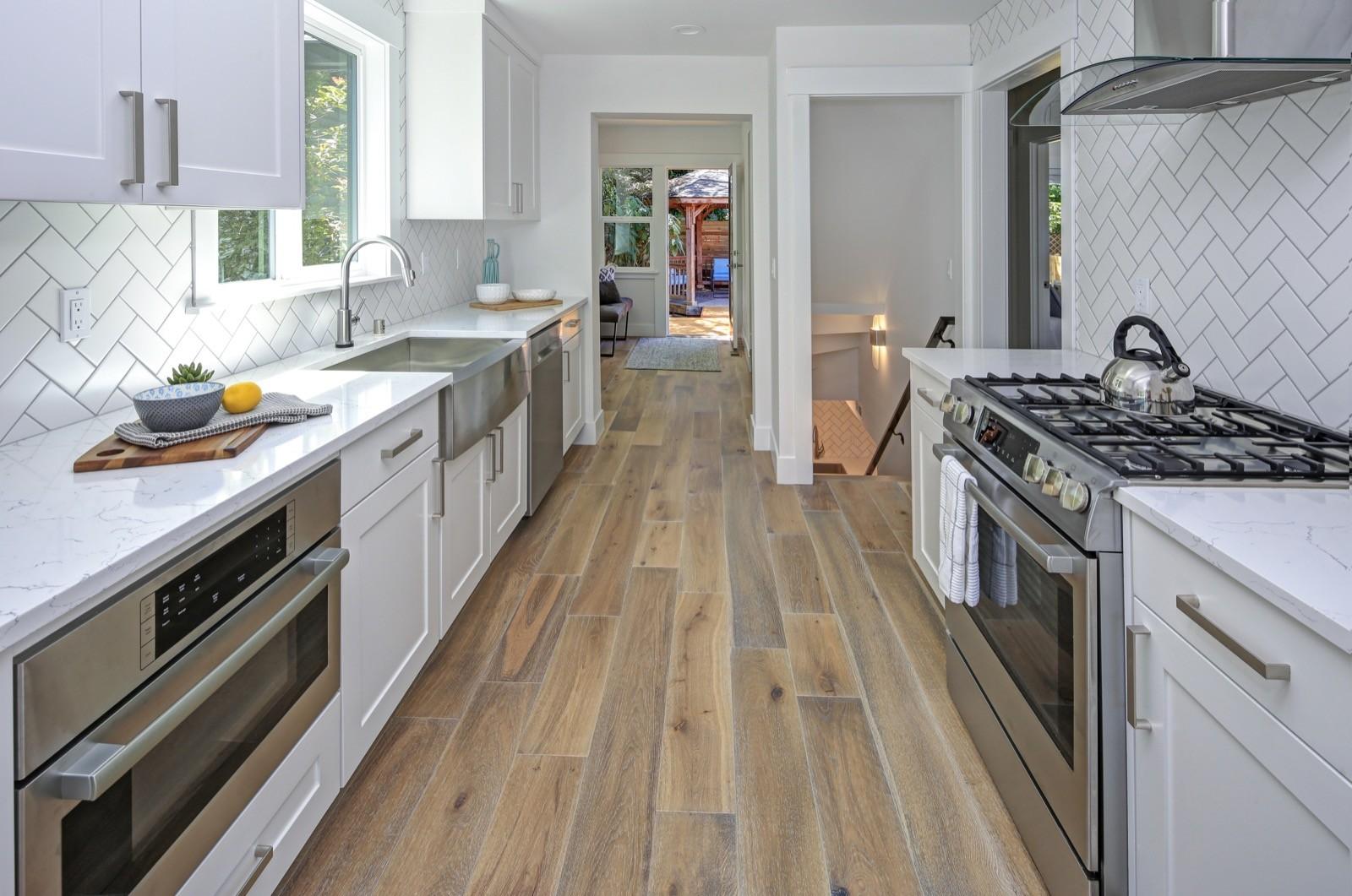 Kitchen flooring   Elite Builder Services