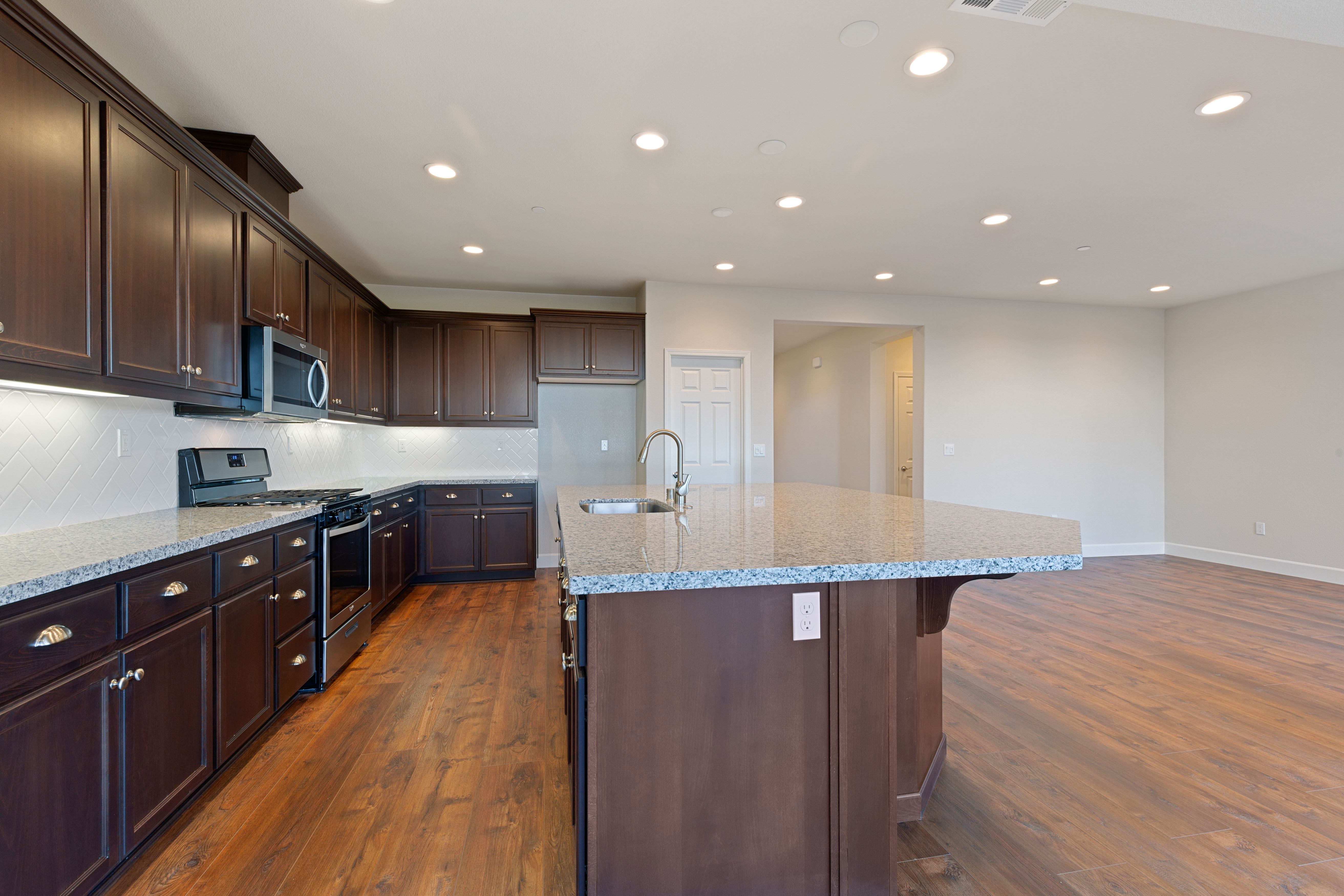 Countertop and cabinets   Elite Builder Services