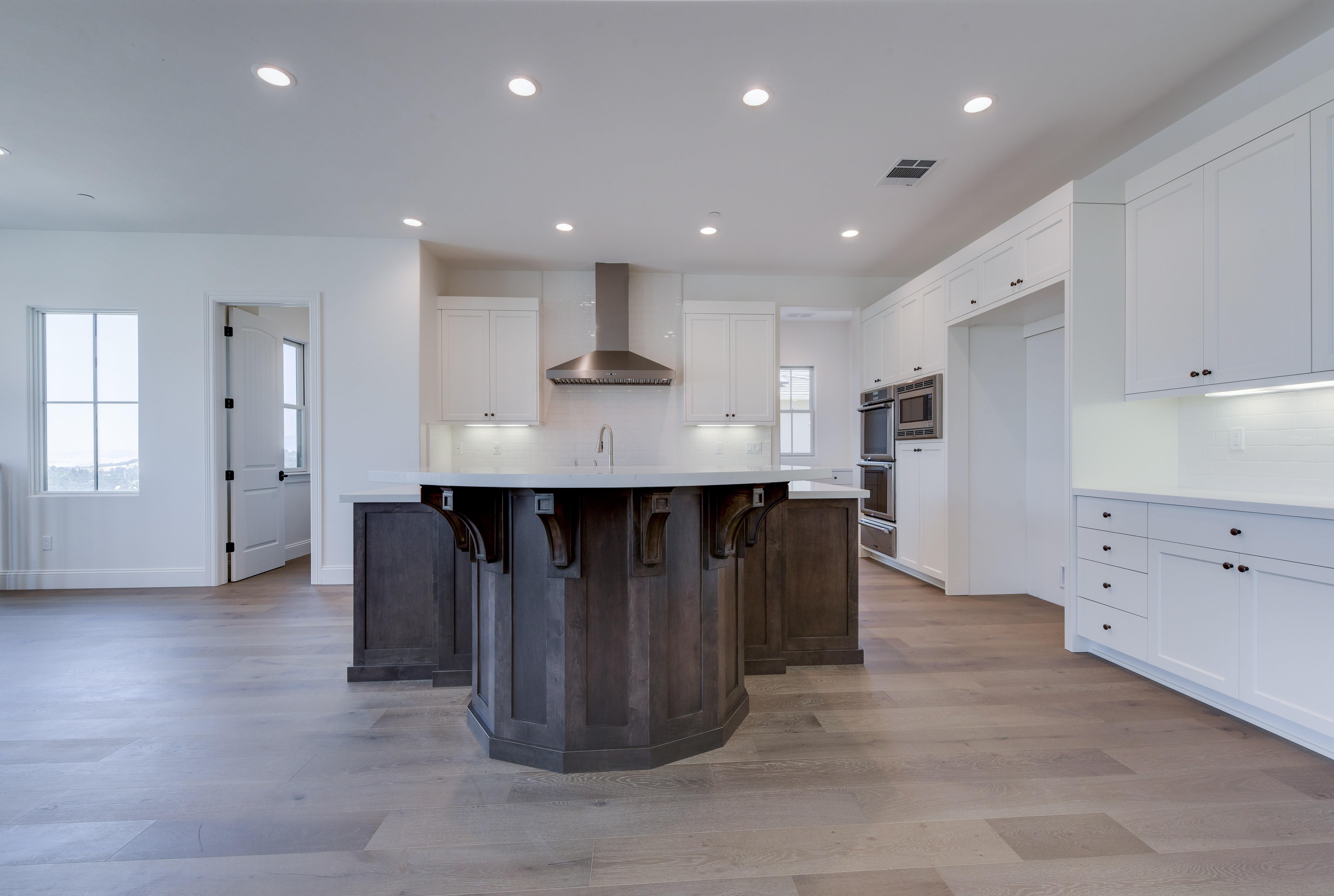 White cabinets   Elite Builder Services
