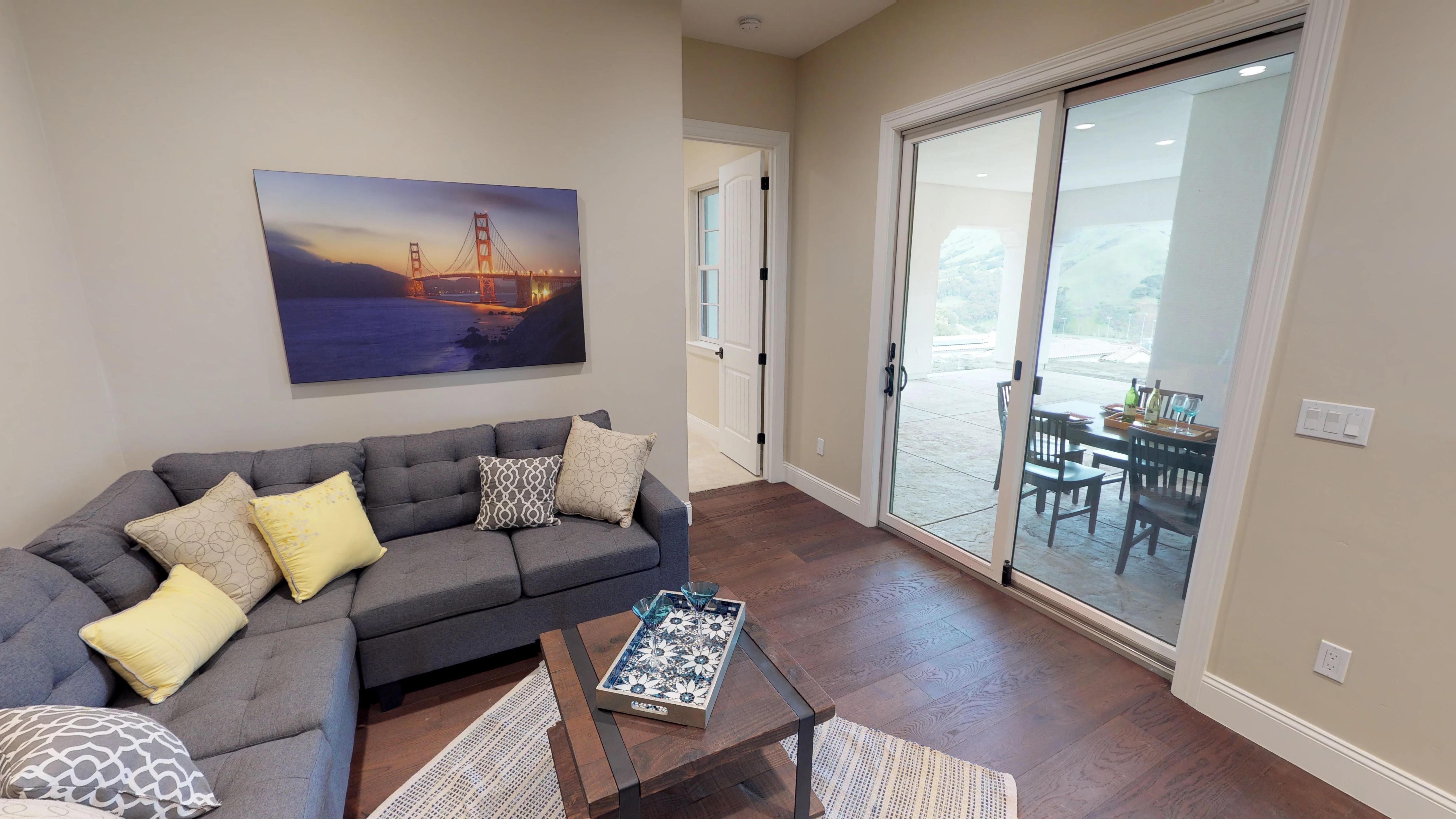 Modern living room   Elite Builder Services