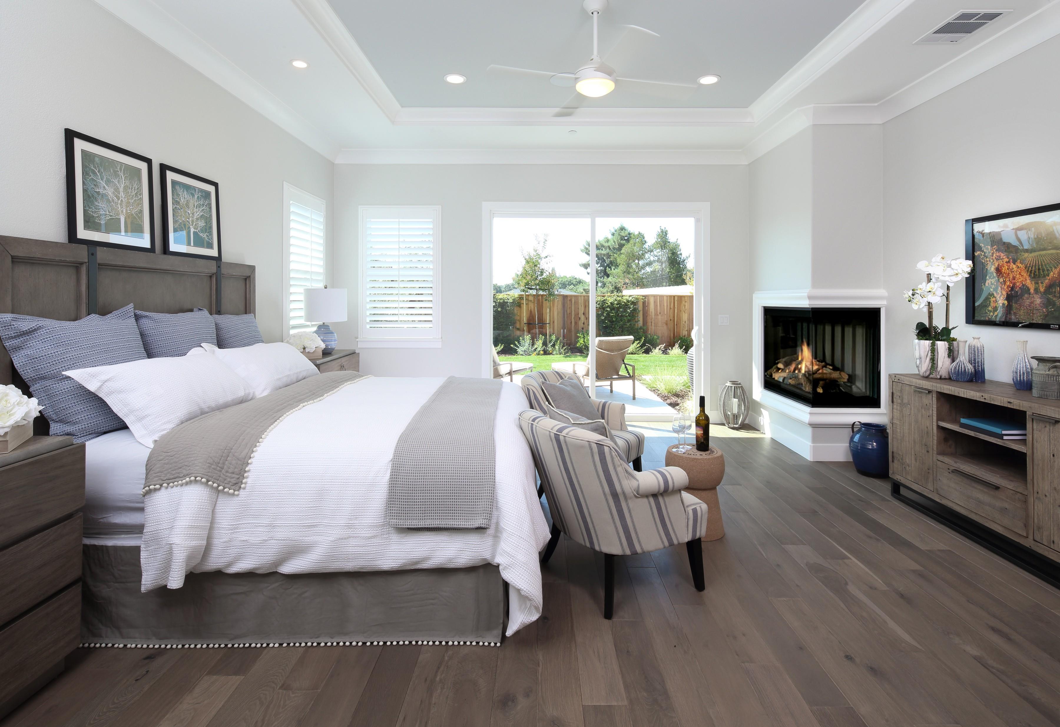 Hardwood flooring for bedroom   Elite Builder Services