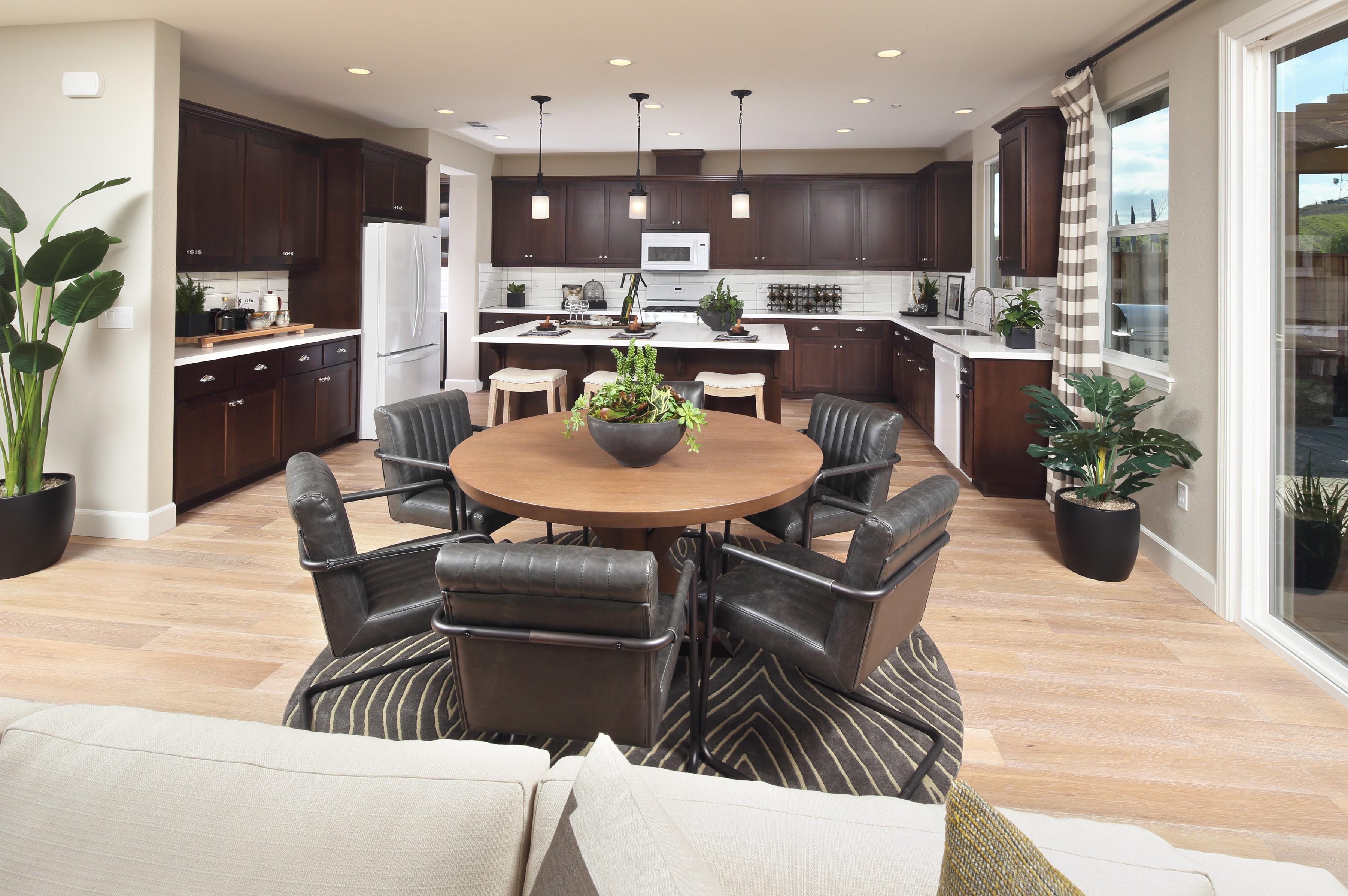 Traditional furniture   Elite Builder Services