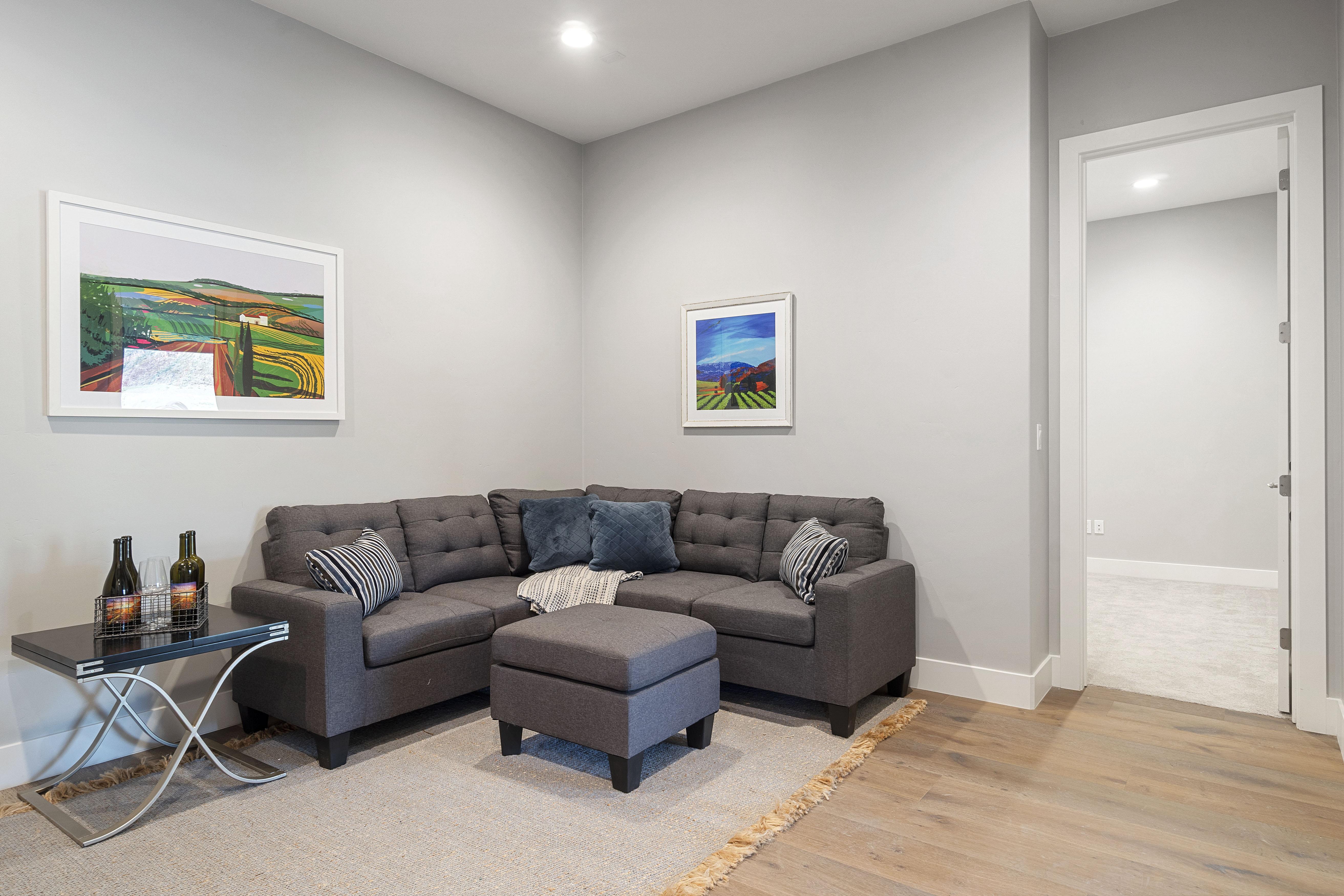 Living room flooring   Elite Builder Services